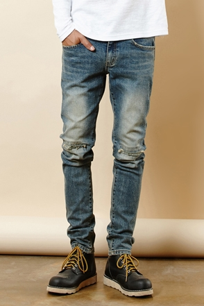KNEE DESTROYED WASHING JEAN 무릎 디스트로이드 워싱 진 [one color / 3size]