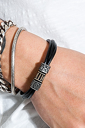 SQUARE LEATHER BRACELET스퀘어 레더 팔찌[2color / one size]
